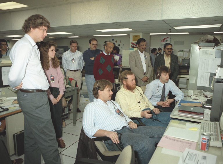 Crystal Growth Team in the Spacelab Payload Operations Control Center (SL POCC) During the STS-42 IML-1 Mission