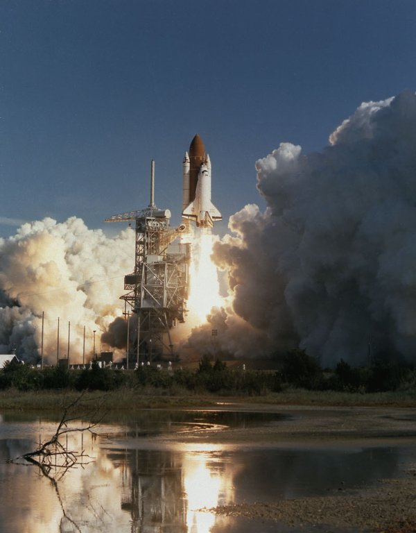 Space Shuttle Discovery STS-42 launch