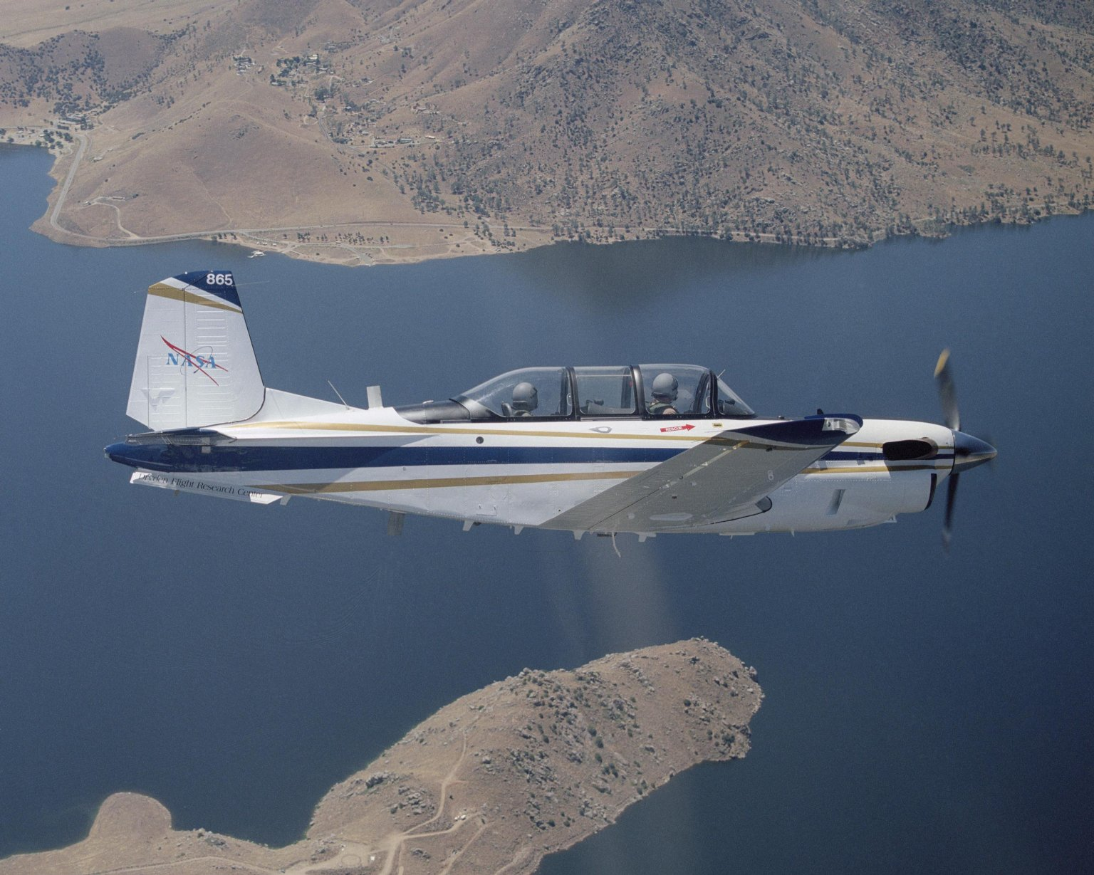 T-34C Banks Over Lake Isabella in Kern County.