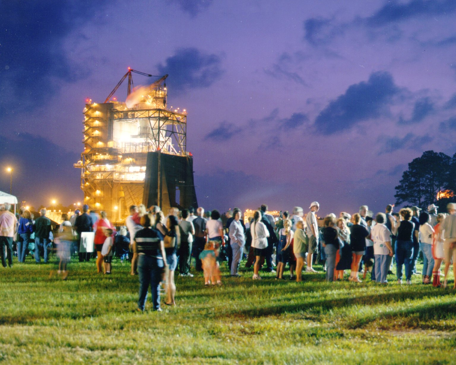Thousands gather to watch a Space Shuttle Main Engine Test