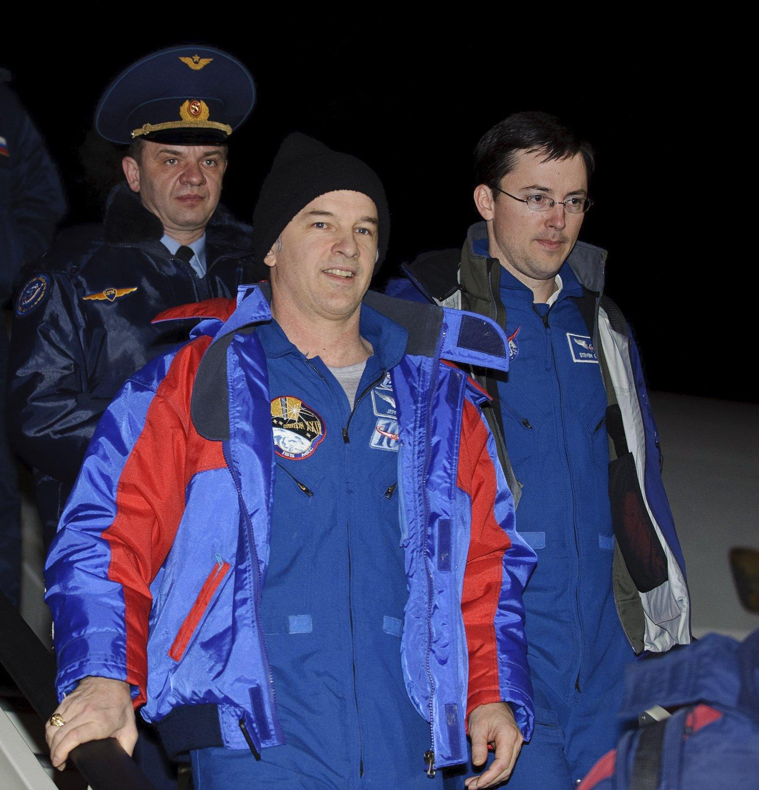 Soyuz TMA-16 Lands
