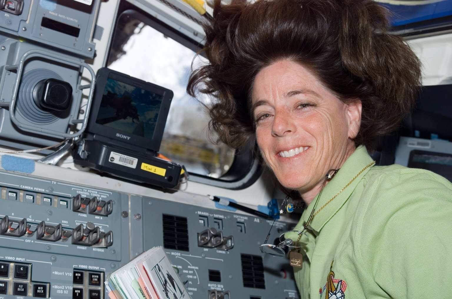 View of Morgan working the SRMS during STS-118