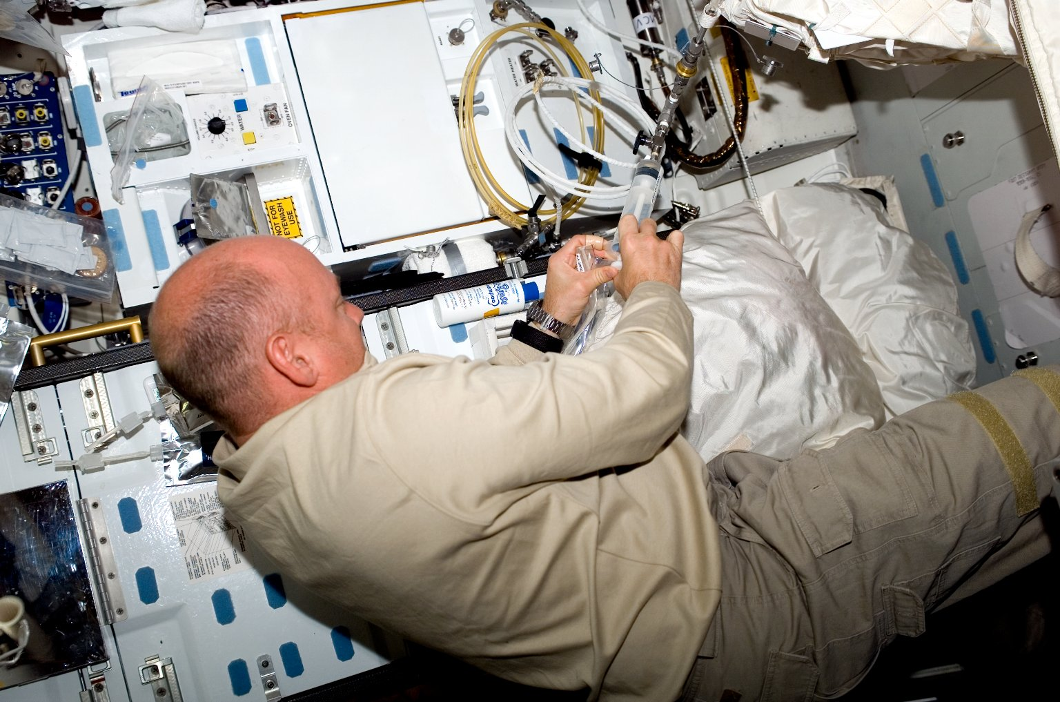 Kelly in the MDDK during STS-118/Expedition 15 Joint Operations
