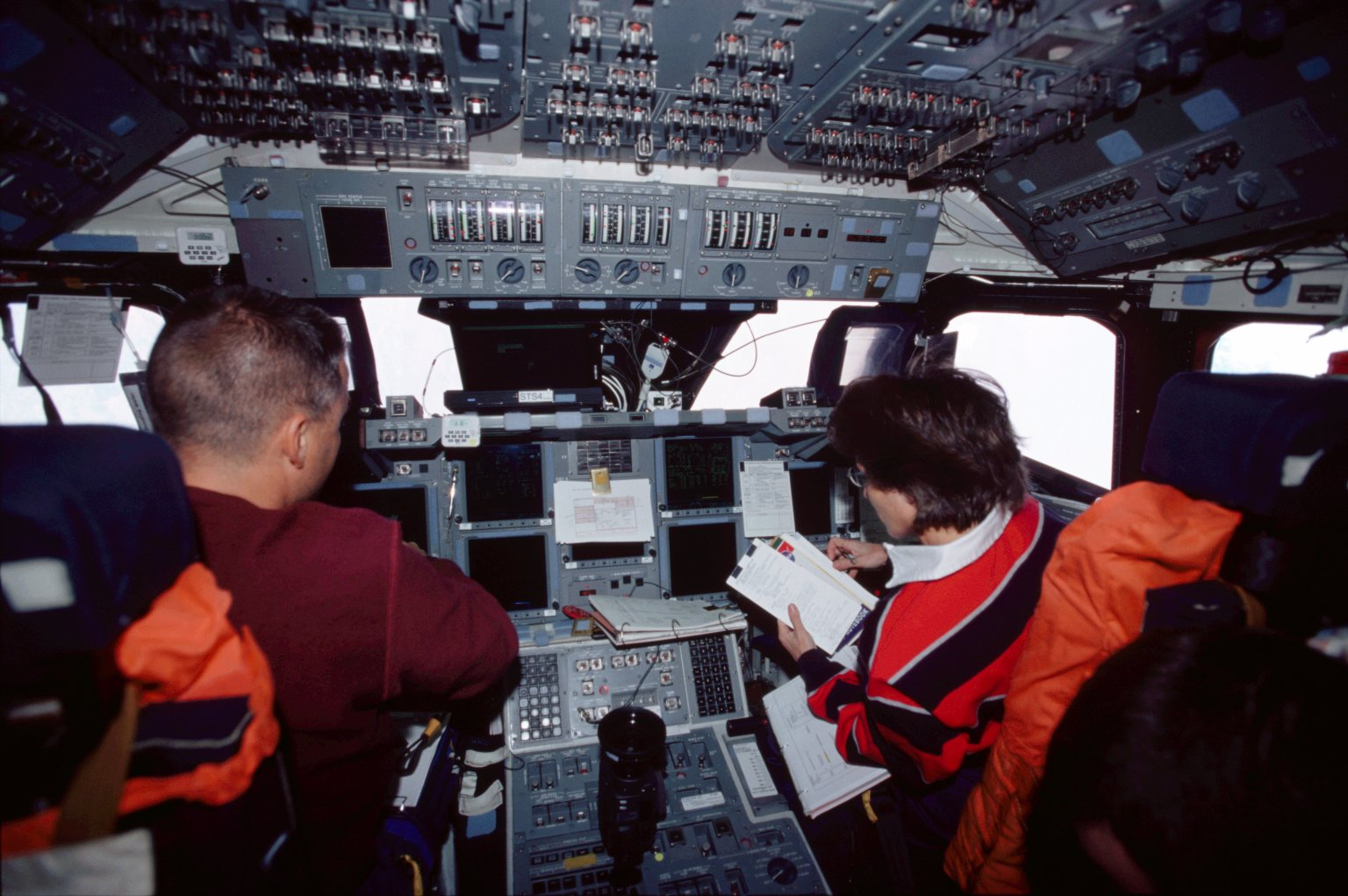STS-109 PLT Carey and MS Currie on forward flight deck