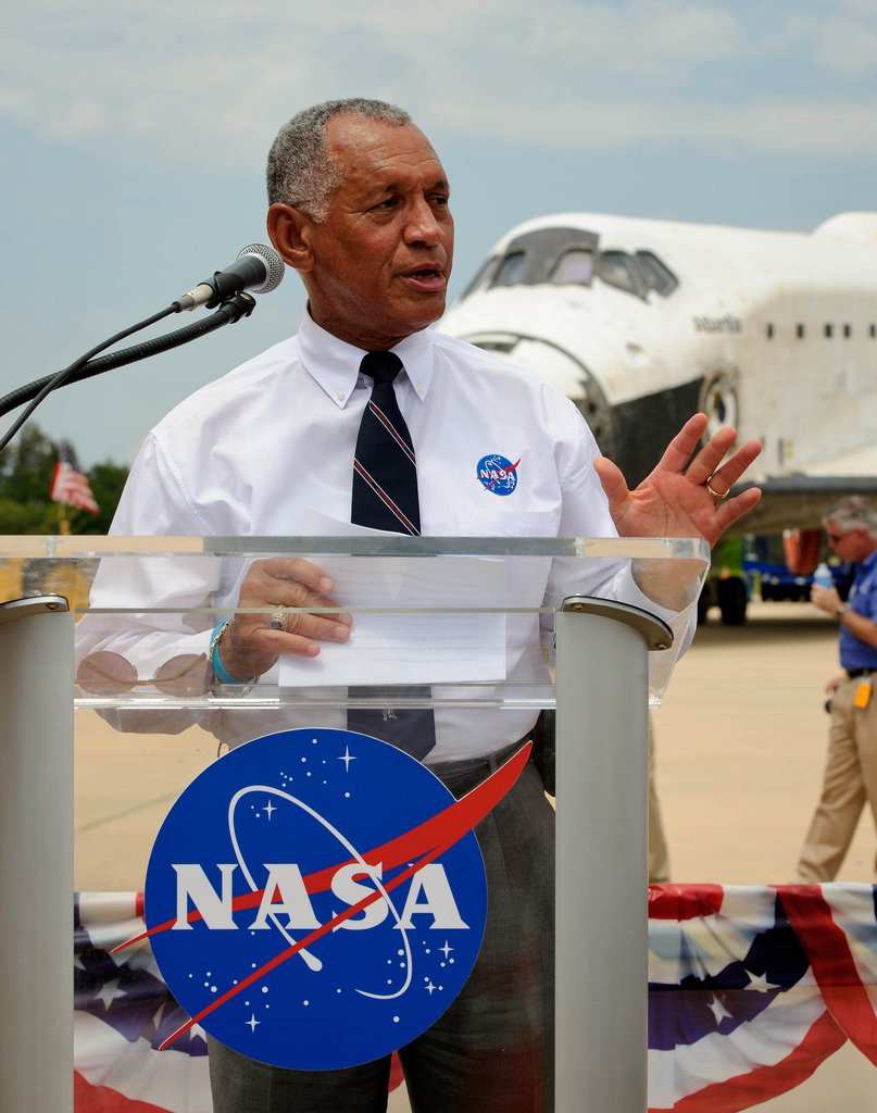 STS-135 Wheels Stop Event (201107210011HQ)