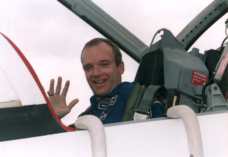 STS-71 Pilot Charles J. Precort arrival in T-38