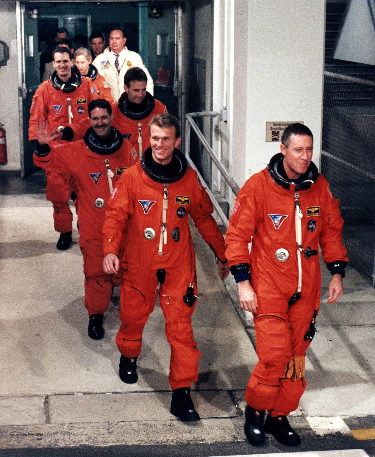 STS-81 Crew DEPARTs O&C for Pad-39B