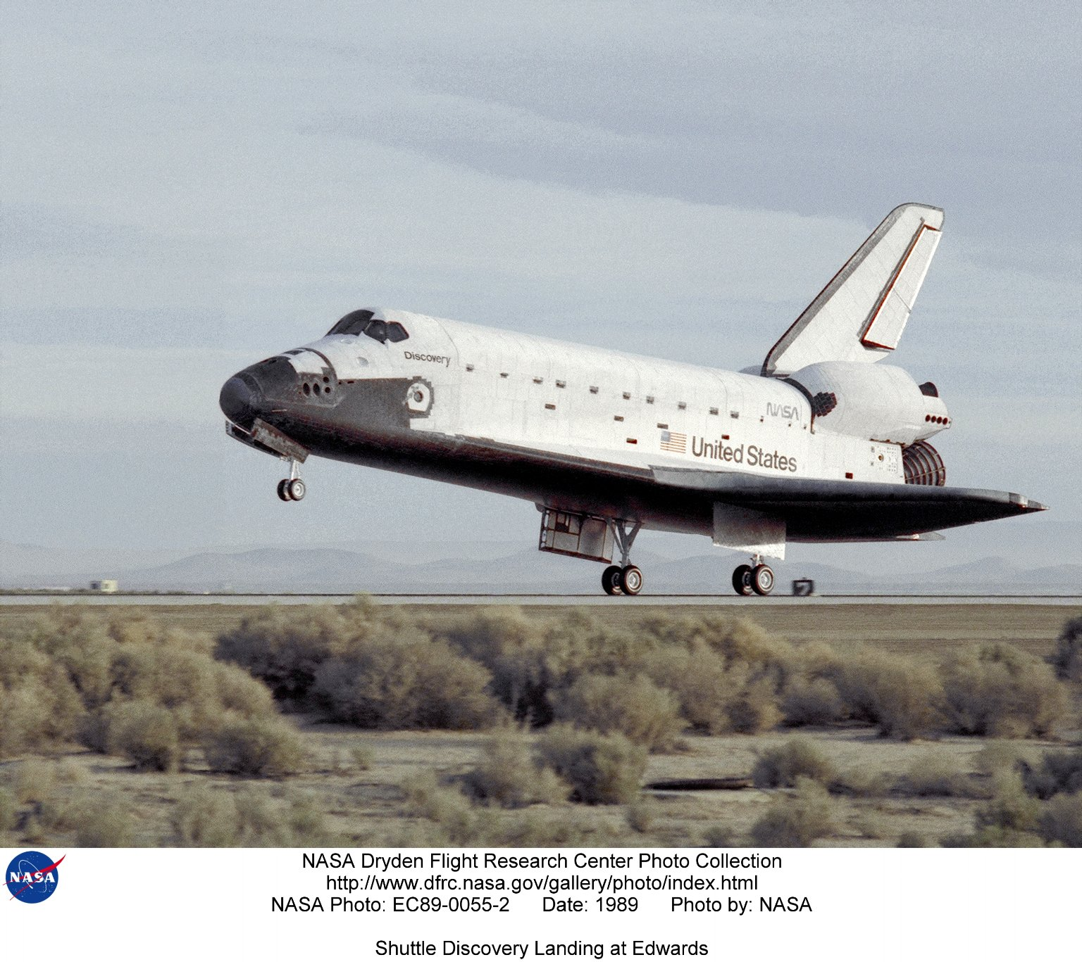 Shuttle Discovery Landing at Edwards