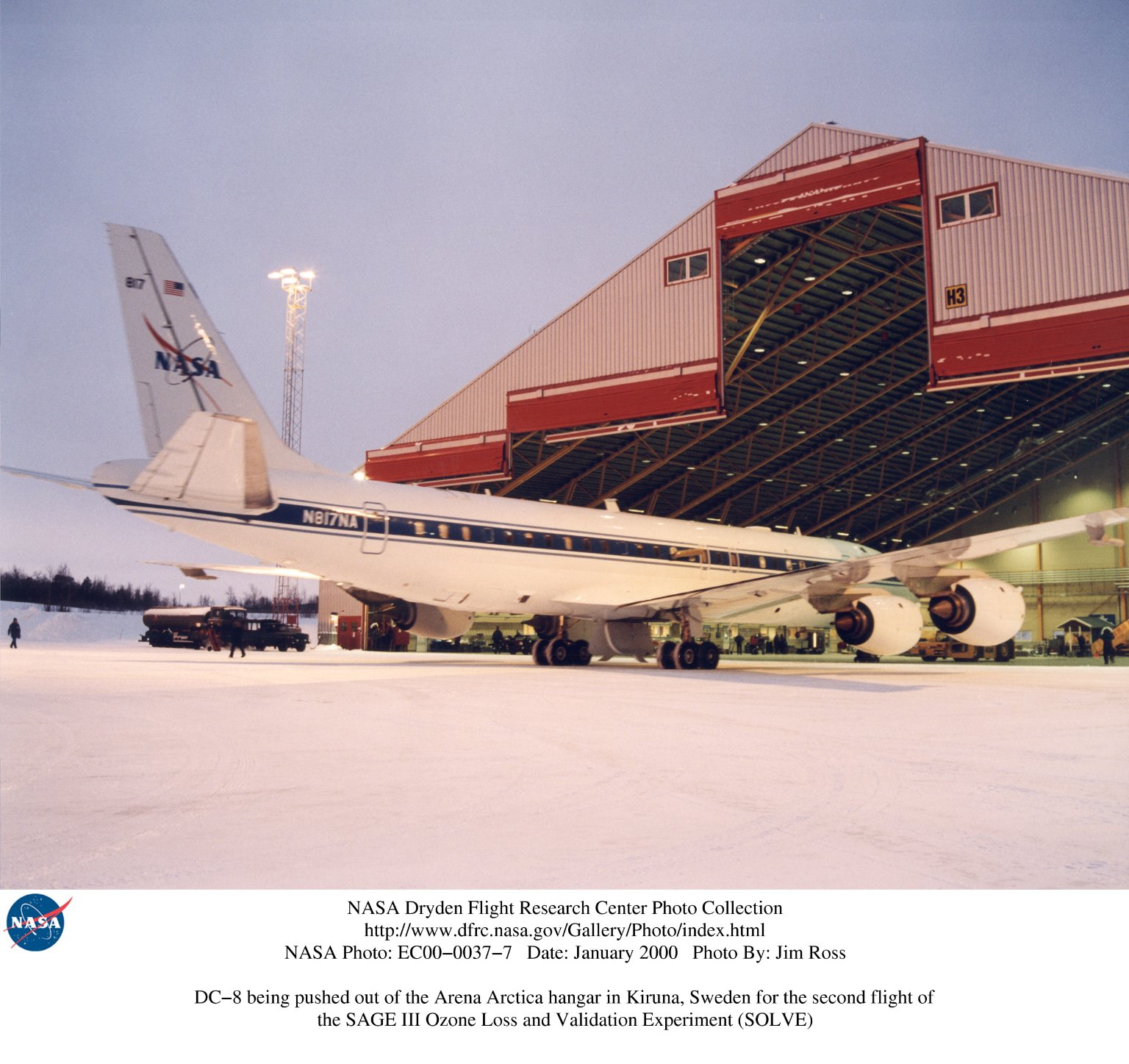 DC-8 being pushed out of the Arena Arctica hangar in Kiruna, Sweden for the second flight of the SAG