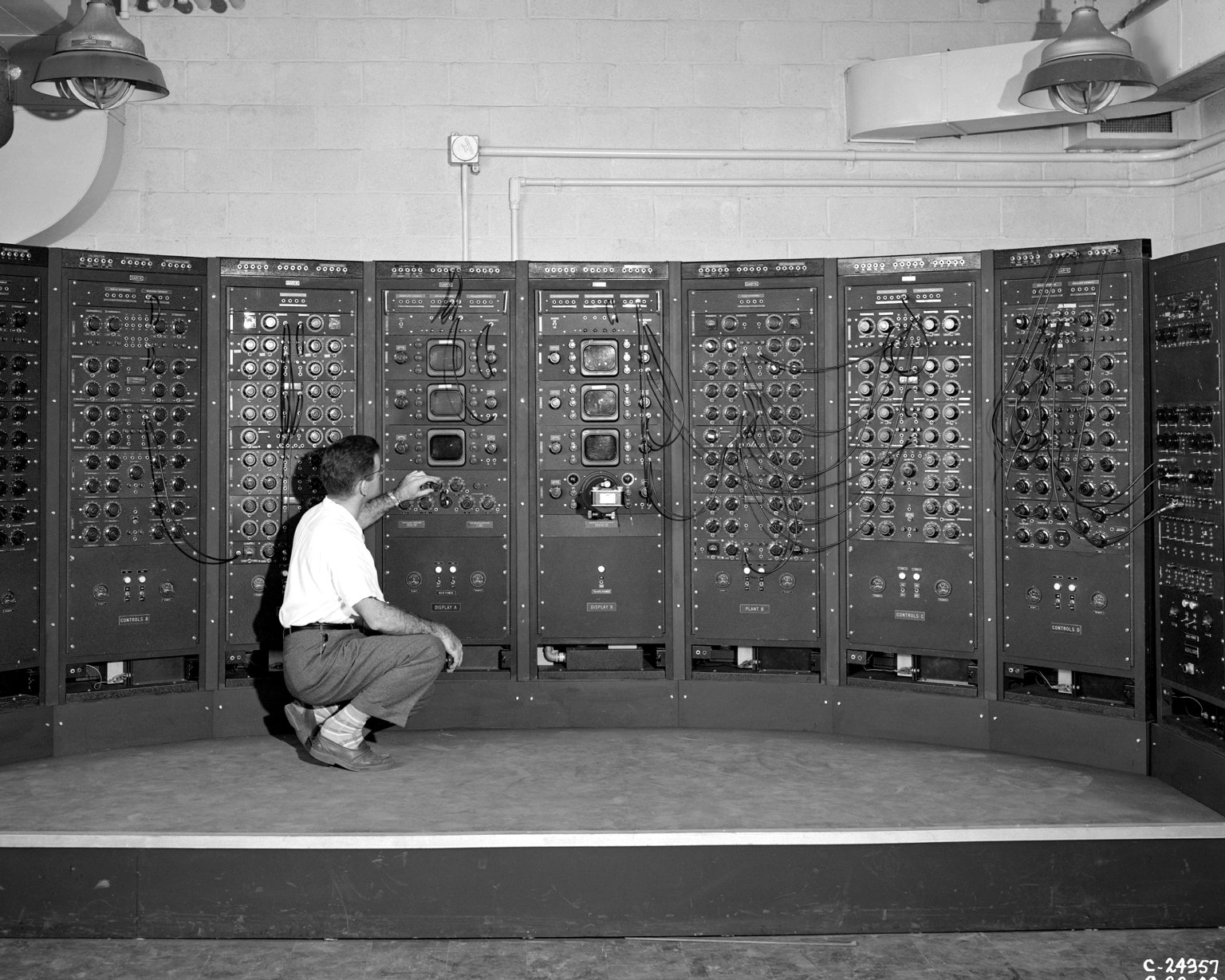 Analog Computing Machine in Fuel Systems Building