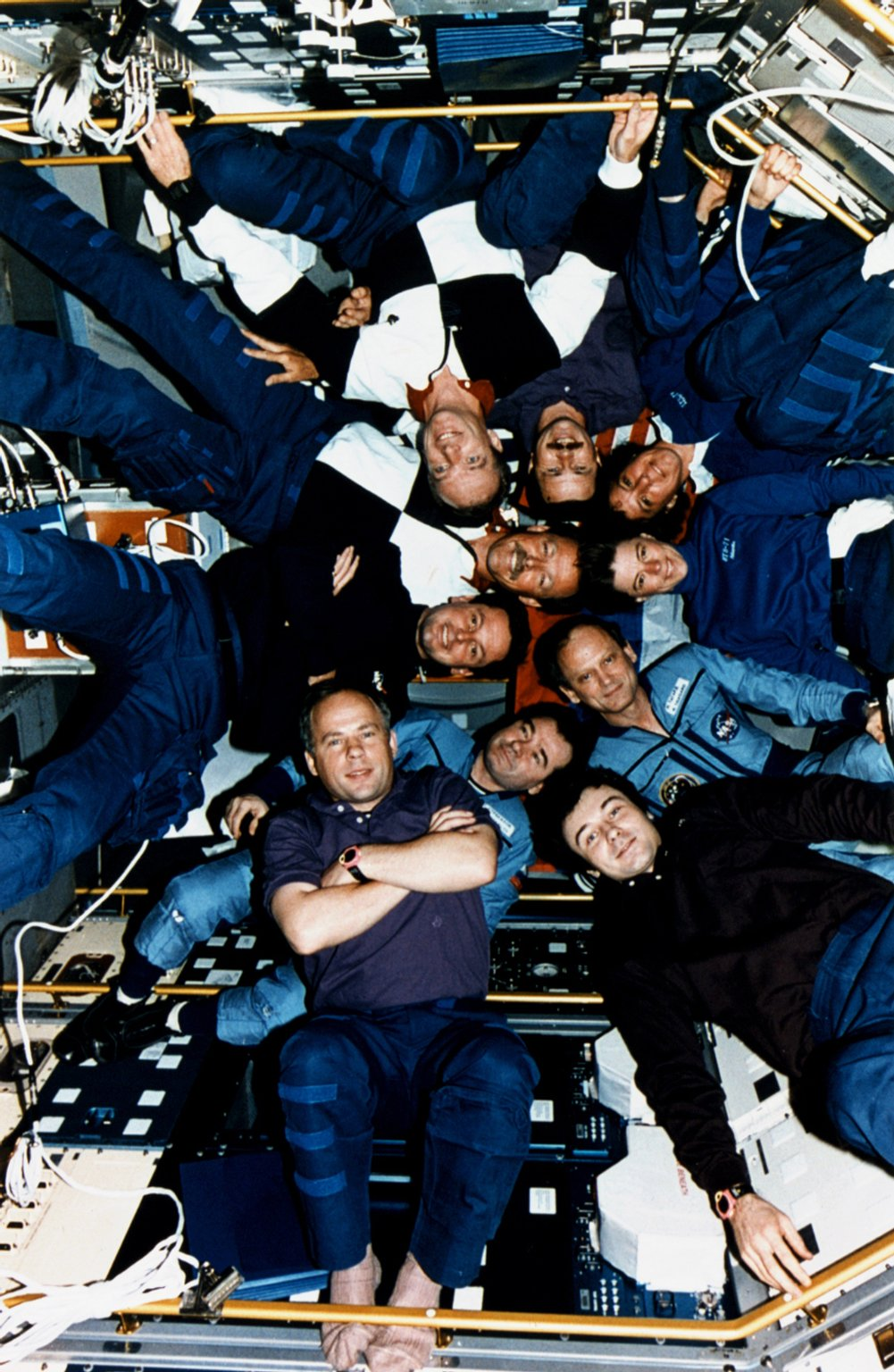 Crewmembers of STS-71, Mir-18 and Mir-19 Pose for Inflight Picture