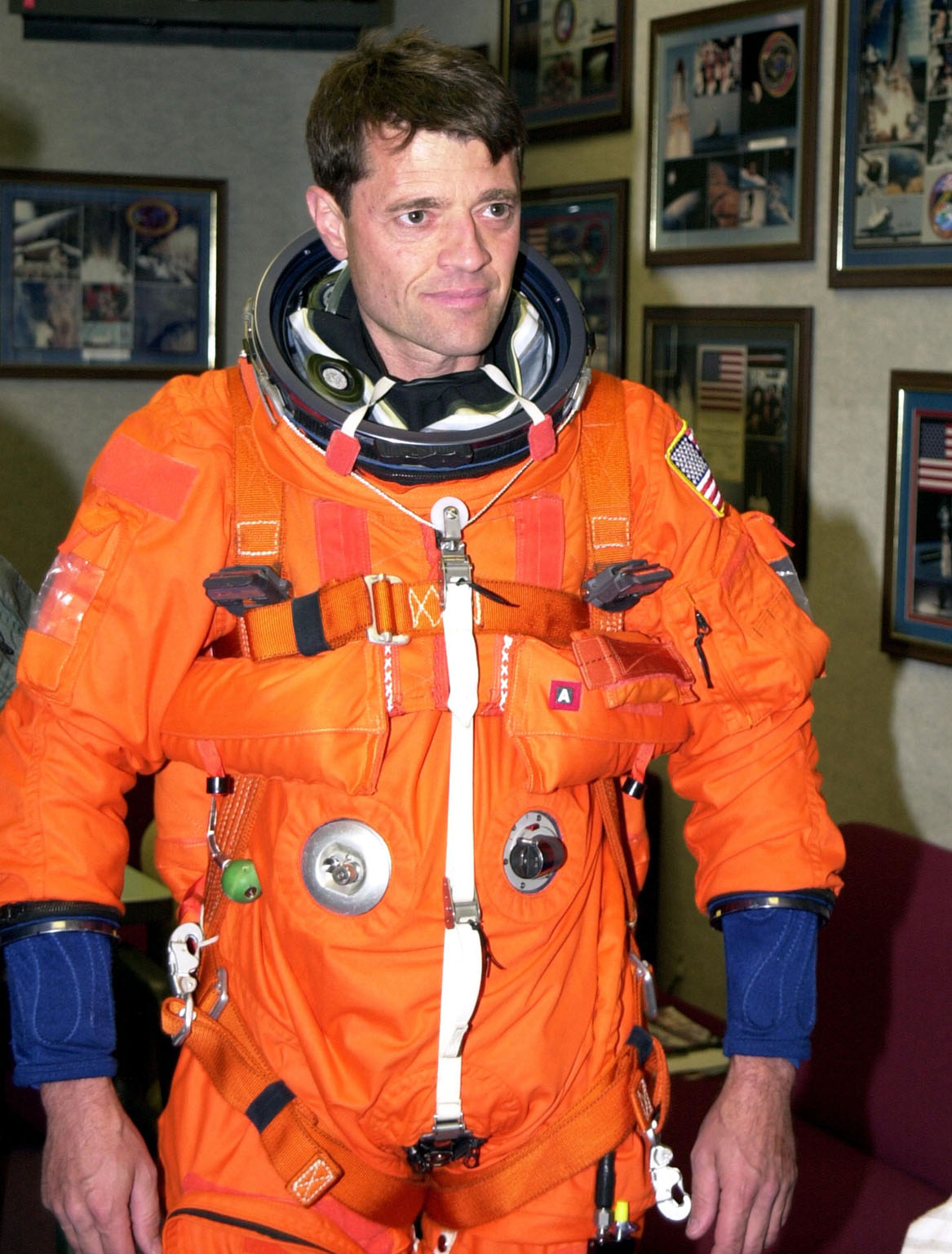 KENNEDY SPACE CENTER, FLA. --STS-112 Commander Jeffrey Ashby is suited up and ready to participate in landing exercises in the Shuttle Training Aircraft at the Shuttle Landing Facility.