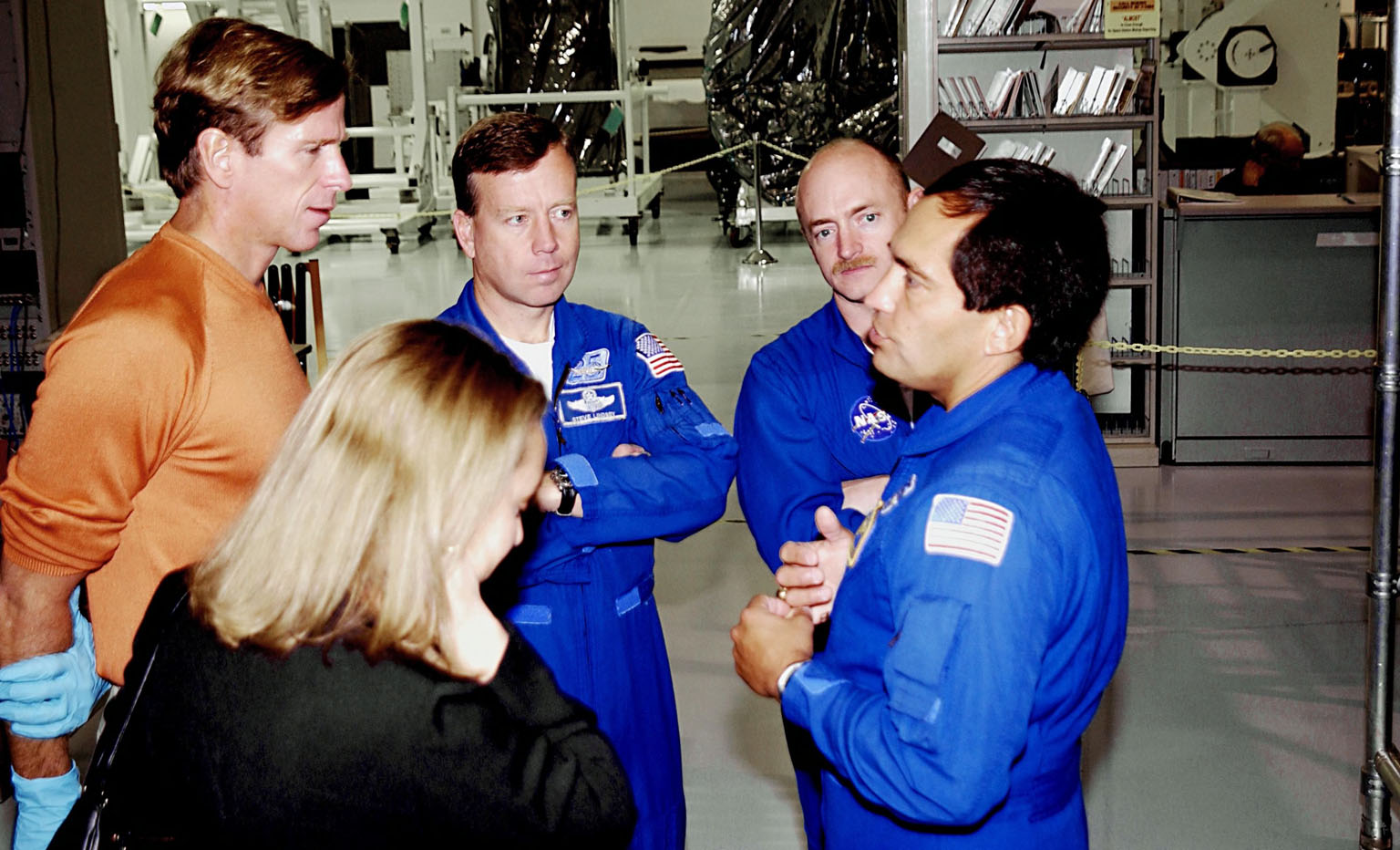 KENNEDY SPACE CENTER, FLA. - The mission STS-119 crew talk about the mission during a Crew Equipment Interface Test activity. From the left are Mission Specialist Michael Gernhardt, Commander Steven Lindsey, Pilot Mark Kelly and Mission Carlos Noriega. The mission will deliver the fourth and final set of U.S. solar arrays along with the fourth starboard truss segment, the S6 truss. Mission STS-119 is scheduled to launch in January 2004.