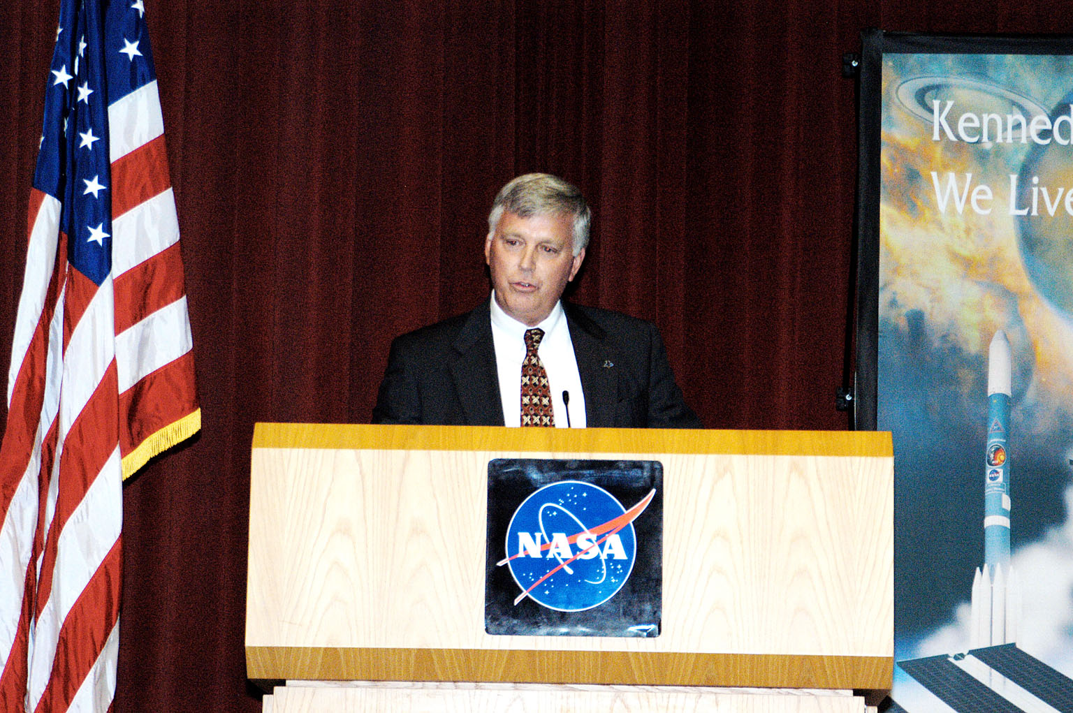 KENNEDY SPACE CENTER, FLA. - KSC Deputy Director James W. Kennedy addresses a group of KSC employees assembled in the KSC Training Auditorium. The occasion is the announcement of Kennedy as the next director of the NASA Kennedy Space Center (KSC) in Florida. He has served as KSC's deputy director since November 2002. He will succeed KSC Director Roy D. Bridges, who was appointed on June 13 to lead NASA's Langley Research Center, Hampton, Va.