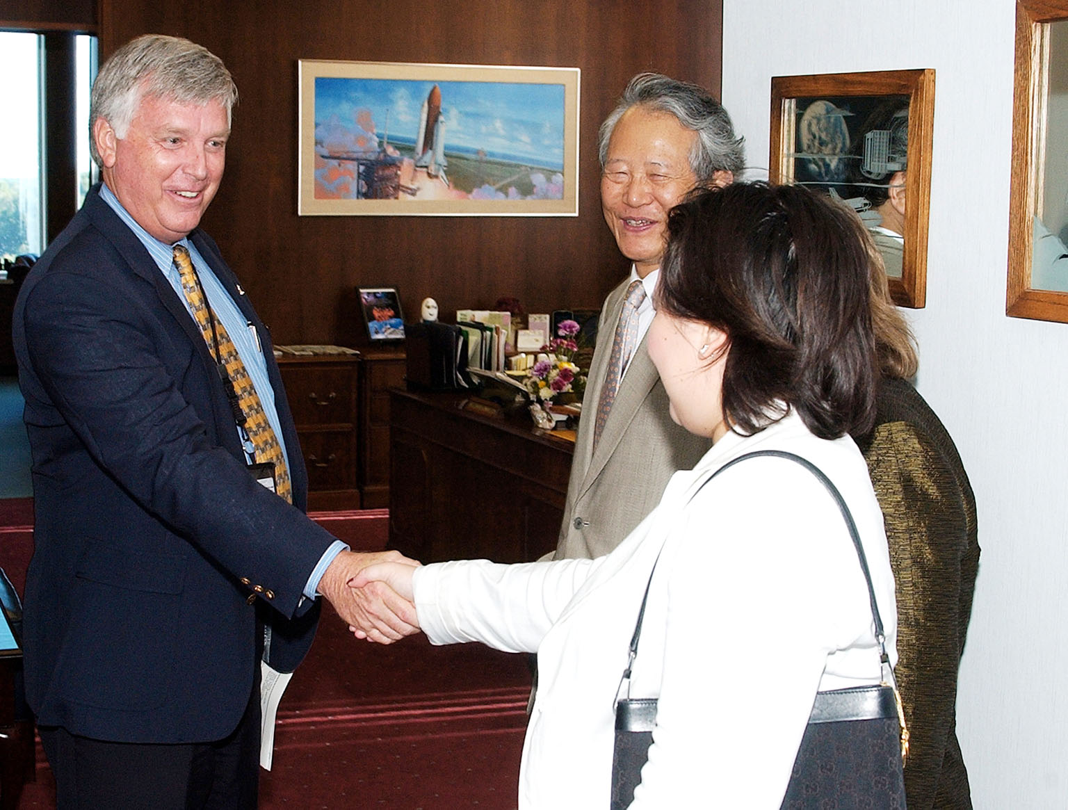 KENNEDY SPACE CENTER, FLA. - KSC Director James W. Kennedy receives Consul General of Japan Ko Kodaira and his family in his office in Headquarters Building during their visit to Kennedy Space Center (KSC). From left are Kennedy, Kodaira, his wife Marie (partially hidden), and his daughter Reiko. Kodaira is touring the facilities at KSC at the invitation of the local office of the National Space Development Agency of Japan (NASDA) to acquaint him with KSC's unique processing capabilities.