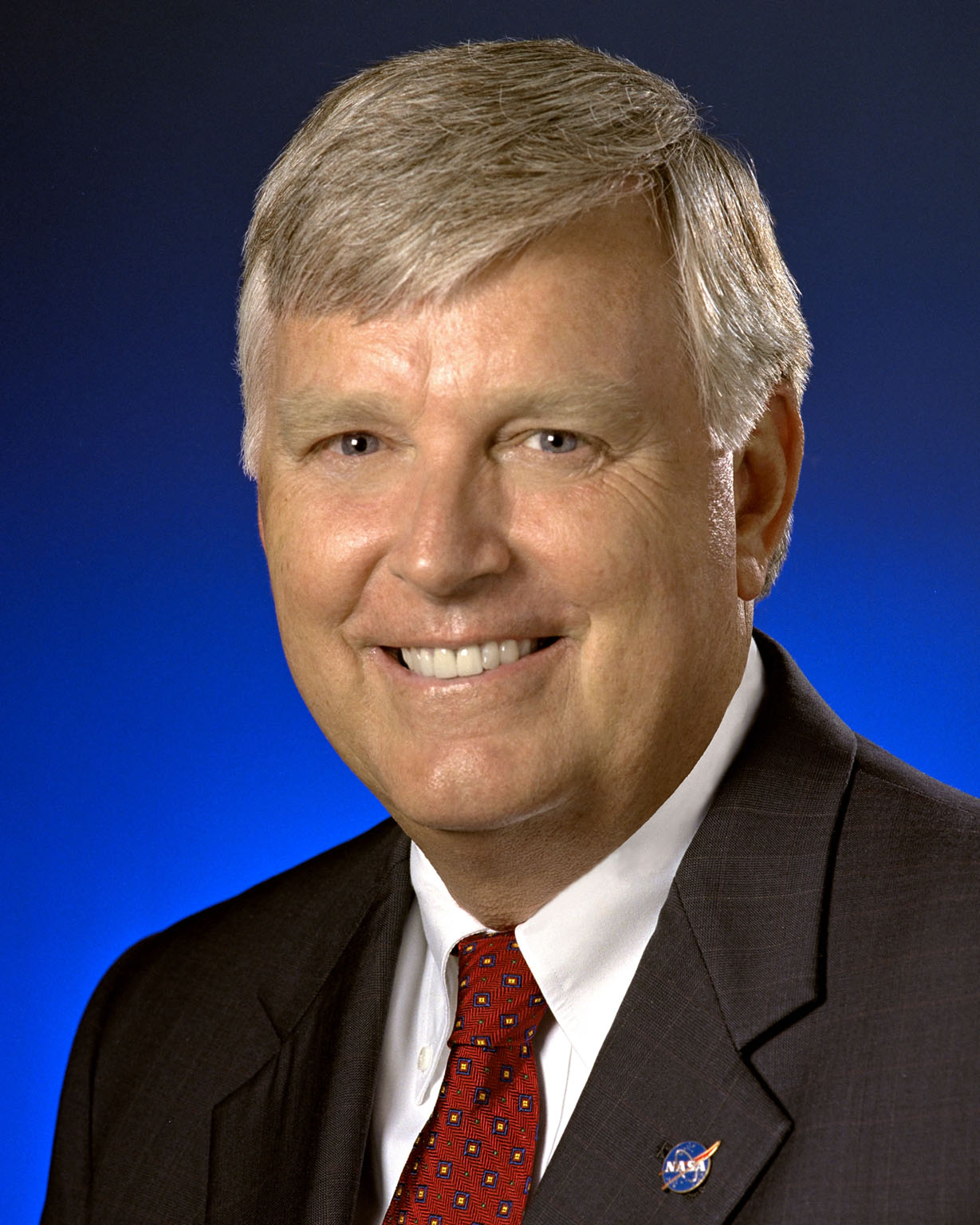 KENNEDY SPACE CENTER, FLA. - Official portrait of James W. Kennedy, the director of the NASA Kennedy Space Center in Florida from August 2003 to January 2007.
