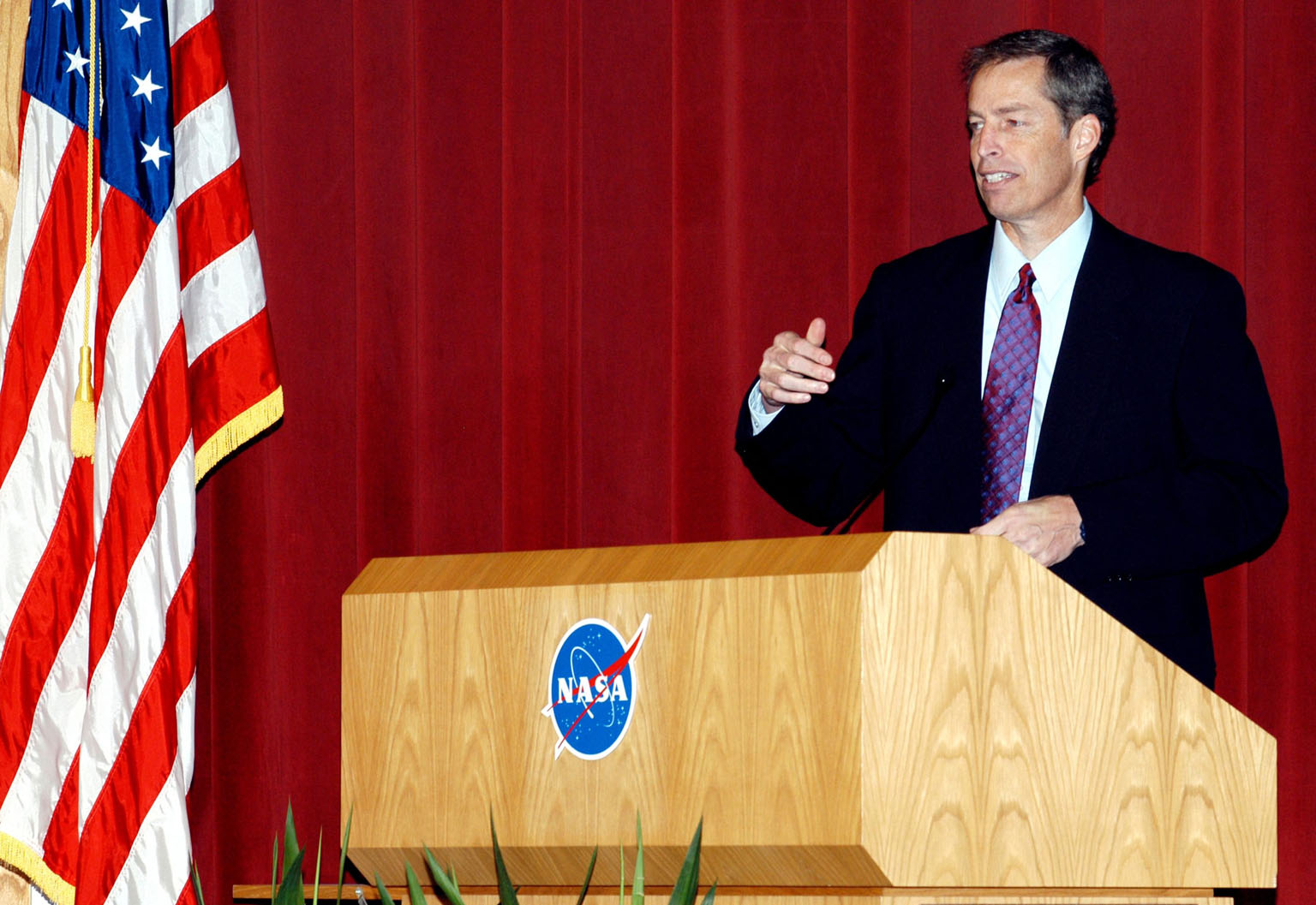 KENNEDY SPACE CENTER, FLA. -- Jim Wetherbee, astronaut and Technical Assistant to the Director of Safety and Mission Assurance at Johnson Space Center addresses KSC employees assembled in the Training Auditorium for a Culture Change Process All Hands Meeting. The purpose of the meeting was for employees to gain further insight into the Agency?s Vision for Space Exploration and the direction cultural change will take at KSC in order to assume its role within this vision. Other participants included James W. Kennedy, KSC director; Jim Jennings, Deputy Associate Administrator for Institutions and Asset Management; Lynn Cline, Deputy Associate Administrator for Space Flight; and Bob Sieck, former Director of Space Shuttle Processing at KSC. Following their remarks, members of the panel entertained questions and comments from the audience.