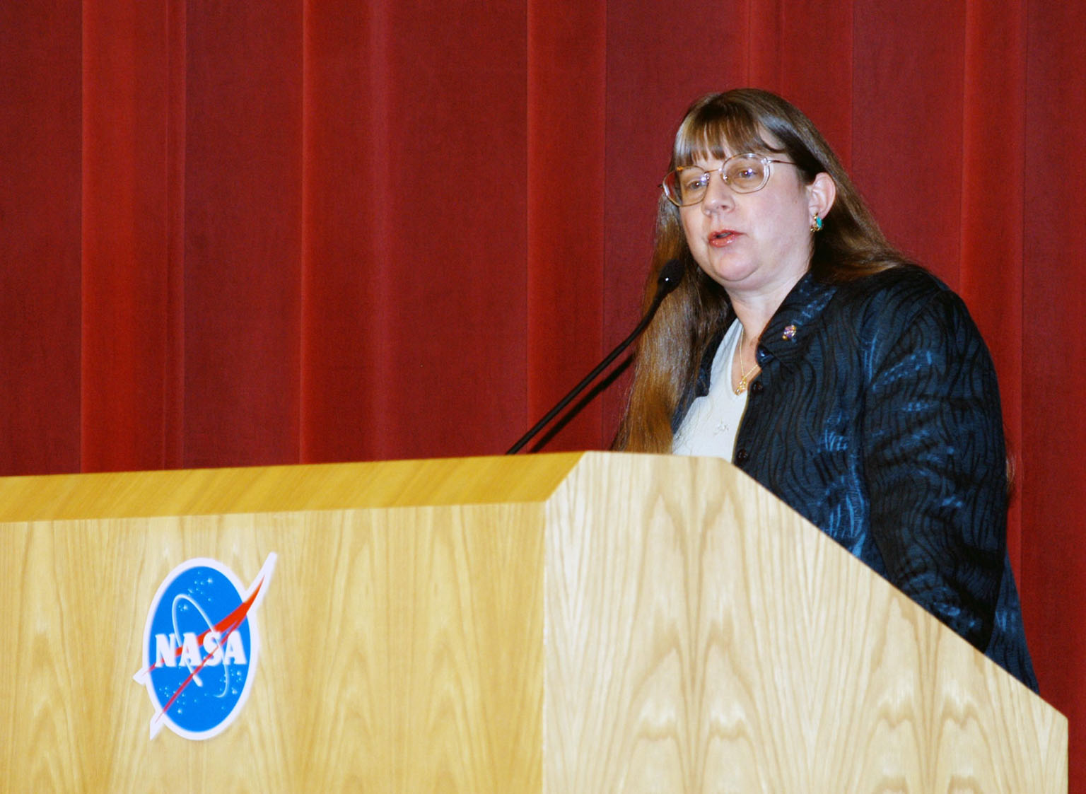 KENNEDY SPACE CENTER, FLA. -- Lynn Cline, Deputy Associate Administrator for Space Flight addresses KSC employees assembled in the Training Auditorium for a Culture Change Process All Hands Meeting. The purpose of the meeting was for employees to gain further insight into the Agency?s Vision for Space Exploration and the direction cultural change will take at KSC in order to assume its role within this vision. Other participants included James W. Kennedy, KSC director; Jim Jennings, Deputy Associate Administrator for Institutions and Asset Management; Bob Sieck, former Director of Space Shuttle Processing at KSC; and Jim Wetherbee, astronaut and Technical Assistant to the Director of Safety and Mission Assurance at Johnson Space Center. Following their remarks, members of the panel entertained questions and comments from the audience.