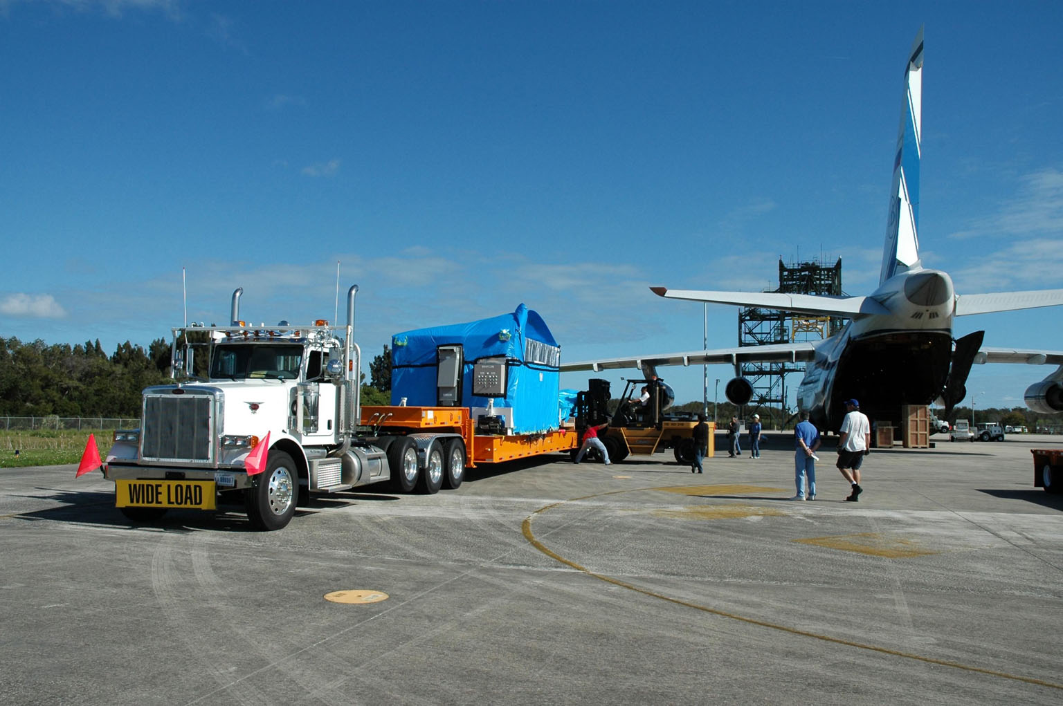 """KENNEDY SPACE CENTER, FLA. -- Offloading of the cargo complete, the truck is ready to move the remote manipulator system for the Japanese Experiment Module to the Space Station Processing Facility. The JEM, named """"Kibo"""" (Hope), is Japan's primary contribution to the International Space Station. It will enhance the unique research capabilities of the orbiting complex by providing an additional environment for astronauts to conduct science experiments. The Japanese Aerospace Exploration Agency developed the laboratory. Both the JEM and RMS are targeted for mission STS-124, to launch in early 2008. Photo credit: NASA/Dimitrios Gerondidakis"""